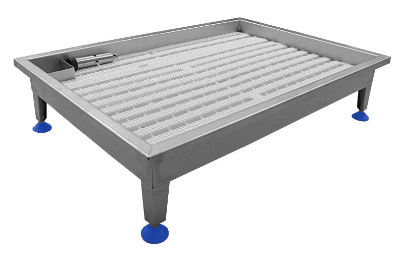 Stainless steel footbath with duckboard